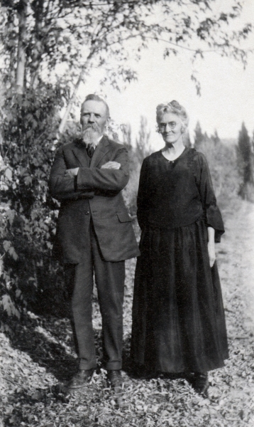 Heber and Hattie Huband October 1924 taken at Blanches home in Ogden
