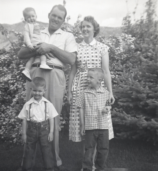 PETERSON, Ronald and Margaret family outside - smaller for FT