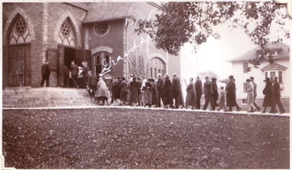 Orval Maffit's funeral in St. Anne-Grandpa 1st in line